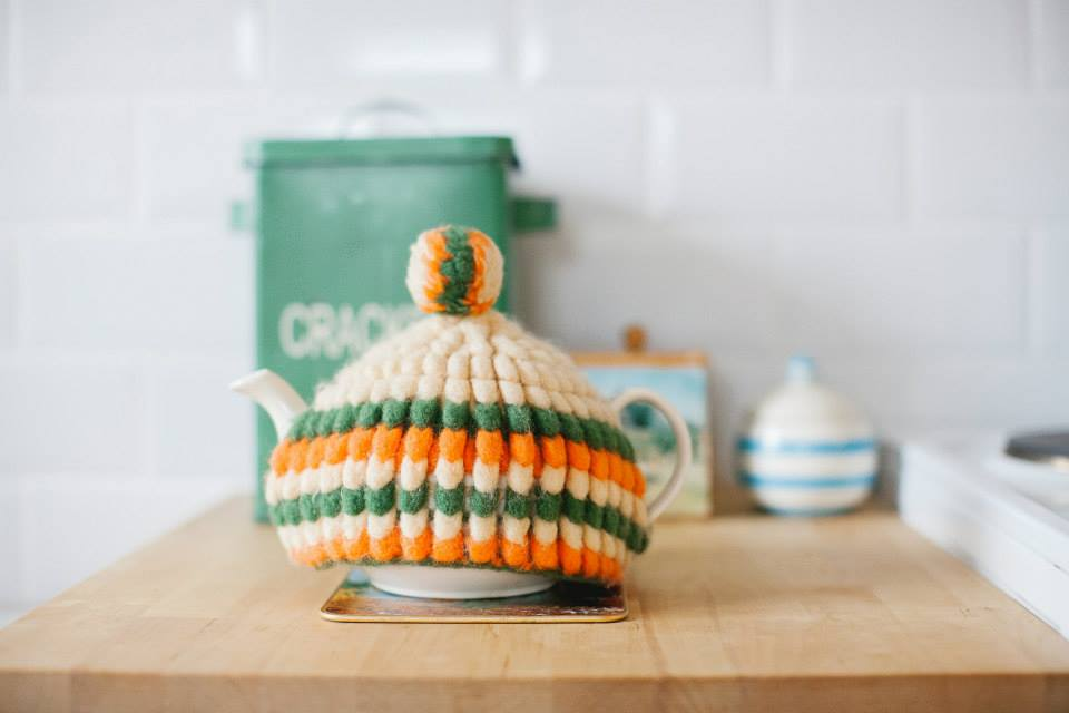 Retro teapot caddy crochet - part of this beautiful tour of a renovated vintage cottage on the Isle of Skye