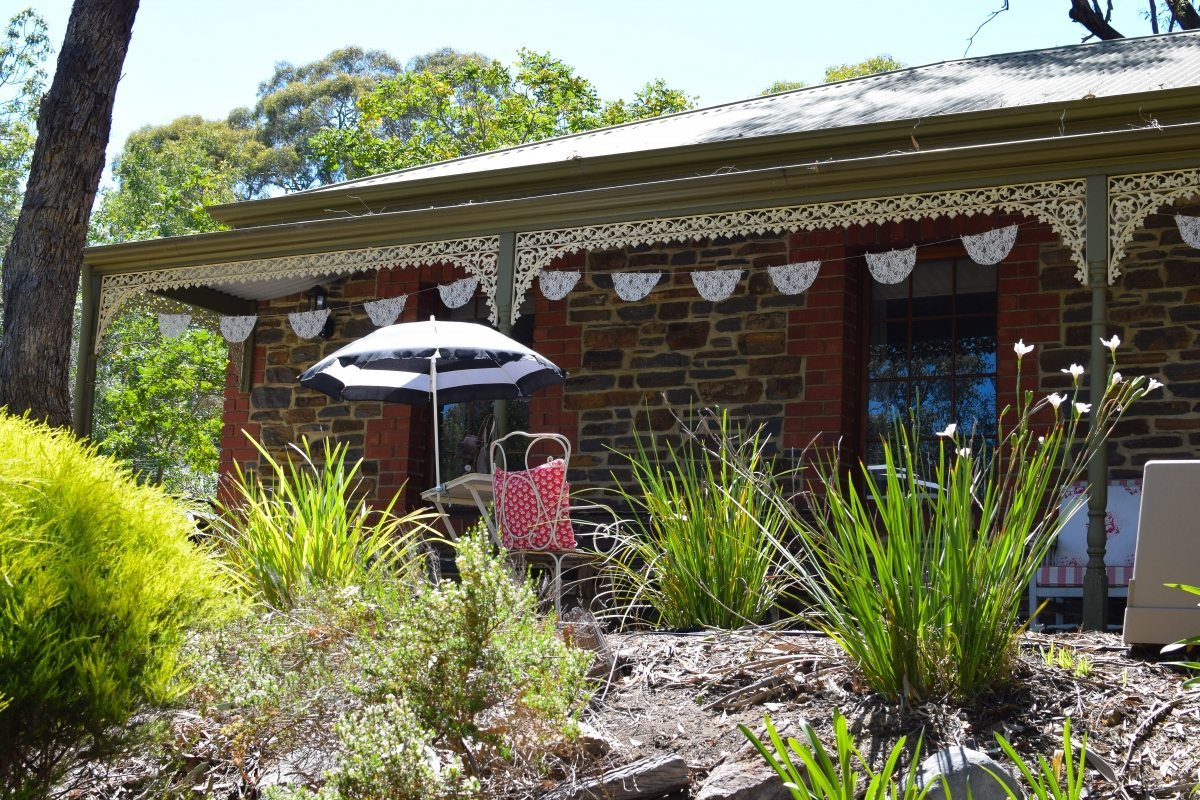 Vintage decorating ideas with a house tour in the adelaide for Home decorations adelaide
