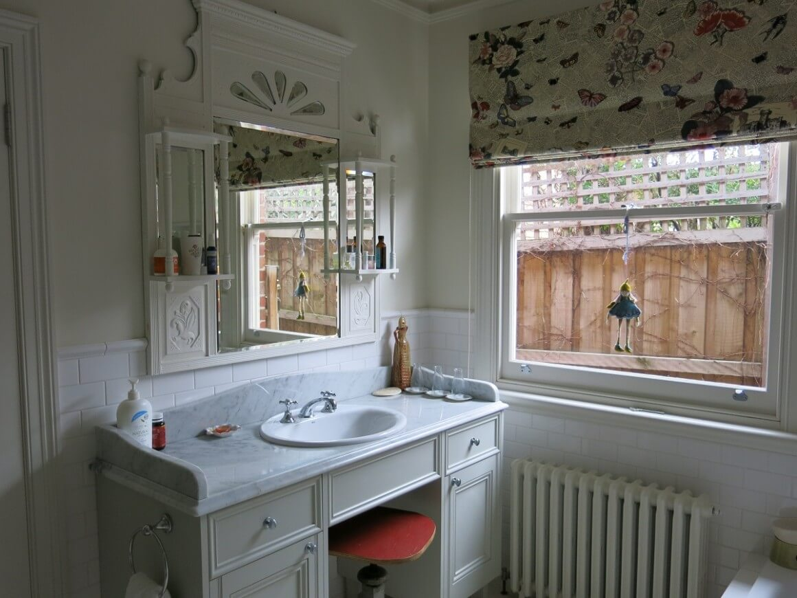 Vintage bathroom in an old house - Ginas vintage house tour