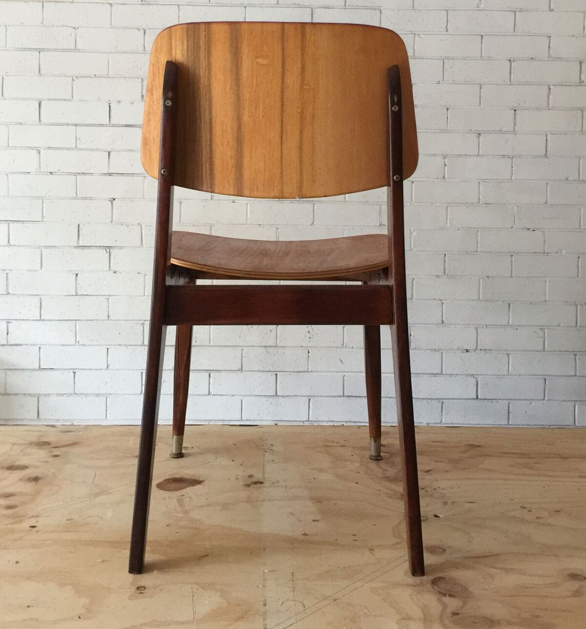 how to upcycle a vinyl mid century chair