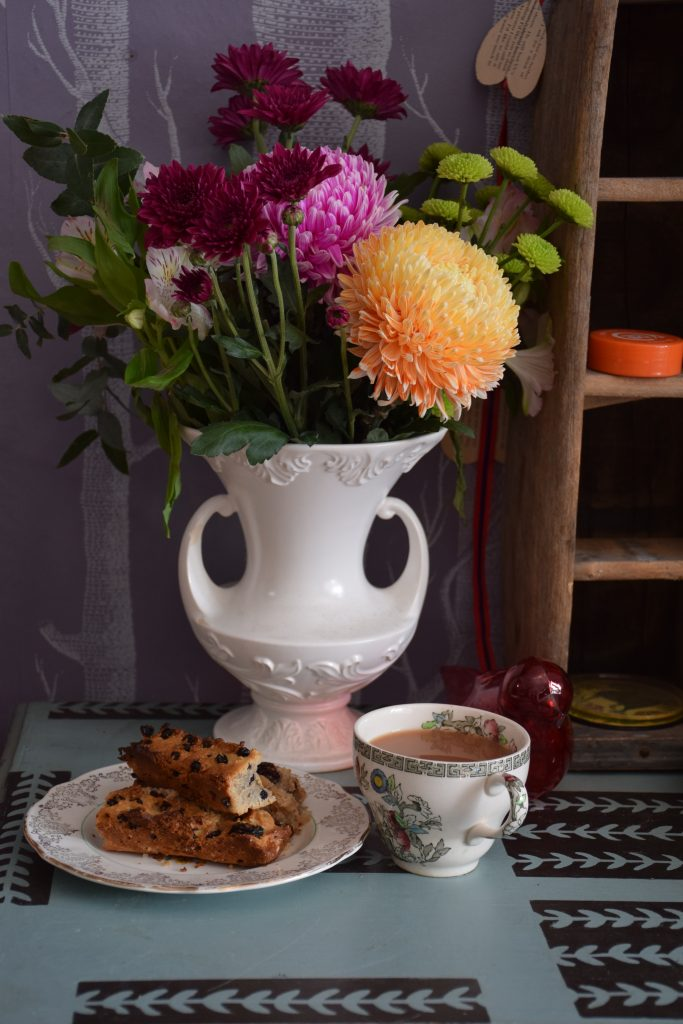 how to make traditional english currant granny cake
